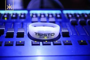 Tiesto-Club-Life-bracelets---soon-in-your-concerts.jpg