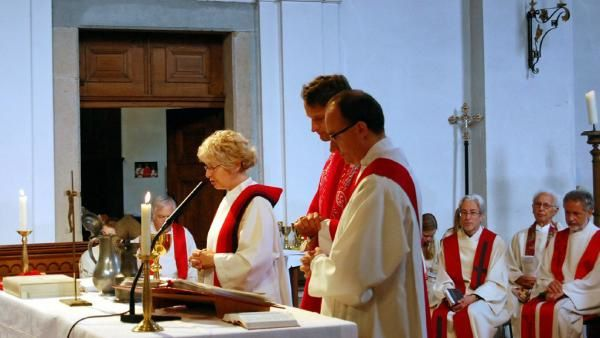 femme prêtre catholique