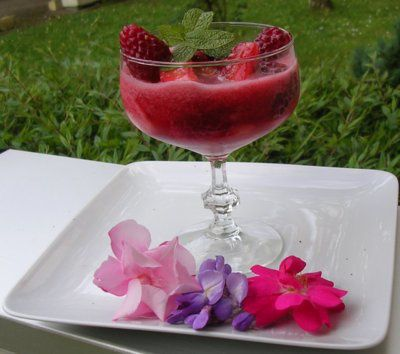 Blog de mariecaillou :LA CUISINE DE MAMIE CAILLOU, Soupe de fraises et framboises