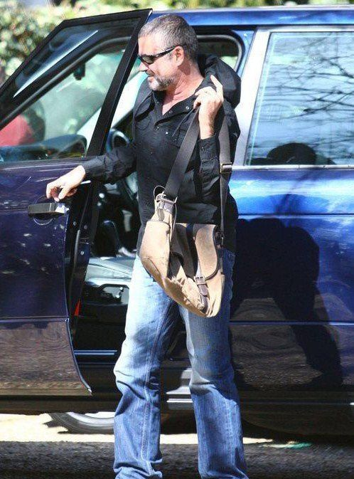 george-michael-arriving-at-his-house-in_3799884.jpg