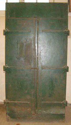 Armoire-2-portes-rivetees-geante--215-x-109-x-40--copie-1.jpg