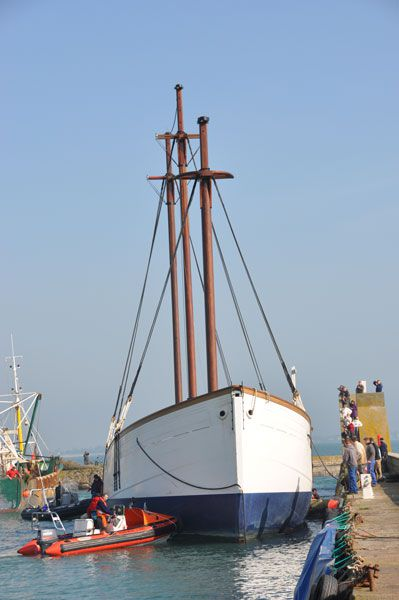Le Marité depuis son départ de Cherbourg et son arrivée dans le port de Saint Vaast la Hougue. Cet album va s'enrichir au fur et à mesure de la restauration jusqu'en 2010.