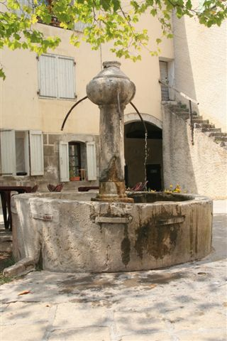 Entrevaux fontaine