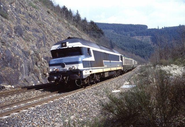 Les Sauvages train 59576-7 Lyon - Clermont Ferrand (10 avr