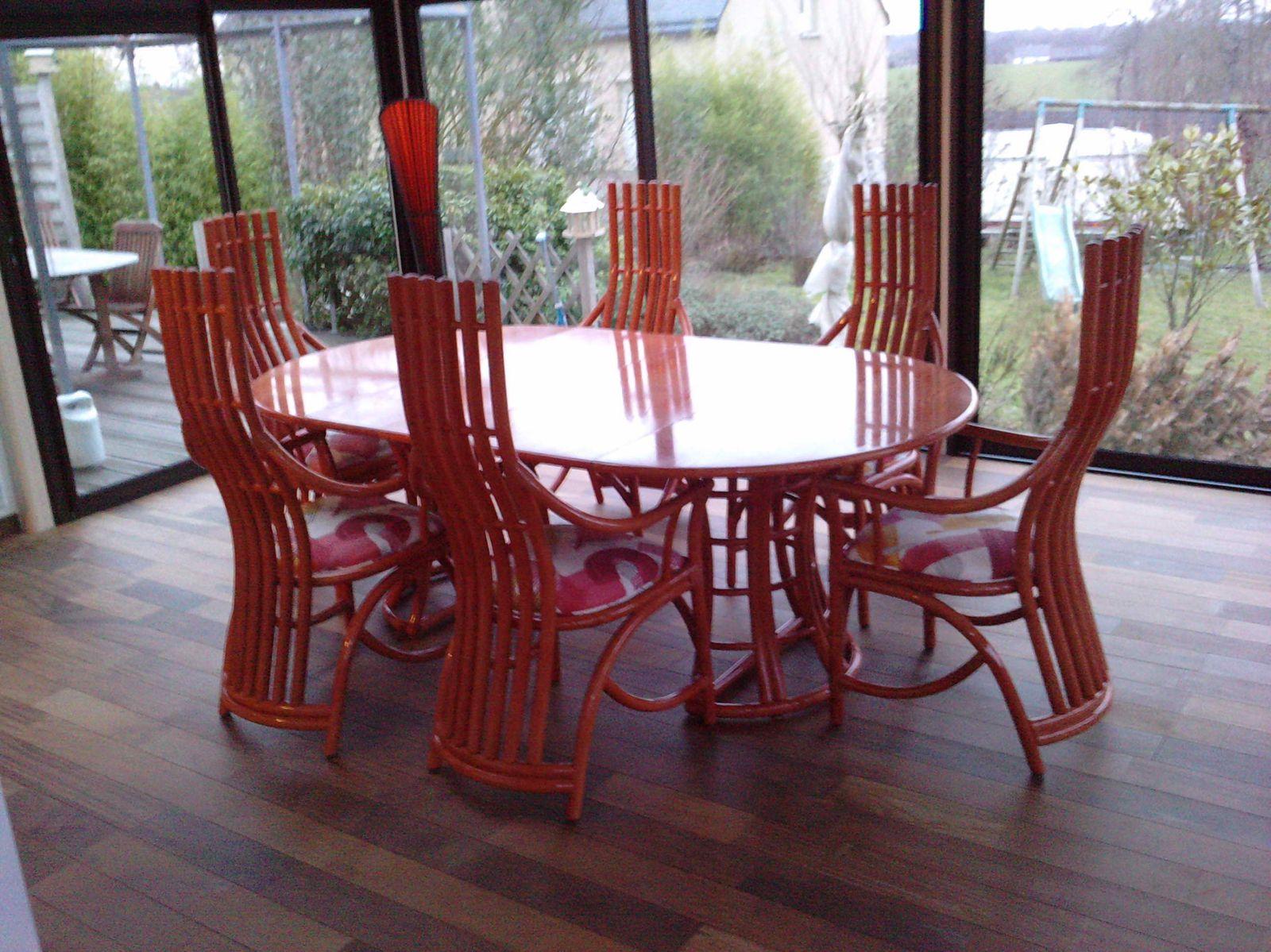 tables, chaises, bahuts, vitrines en rotin