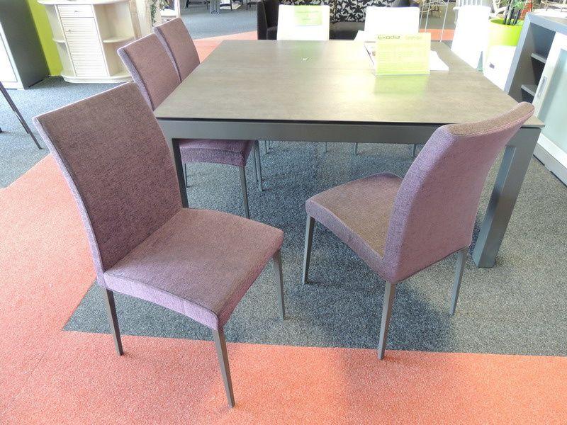 chaises et tabourets pieds métal ou bois avec revetements PU, tissu ou laqué.