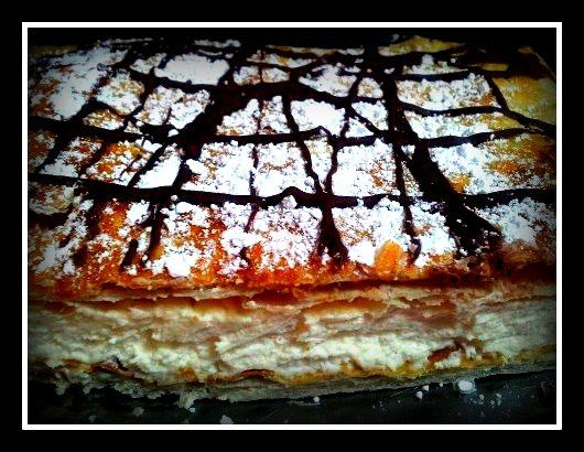 tarta-hojaldre-y-salsa-de-chocolate.jpg