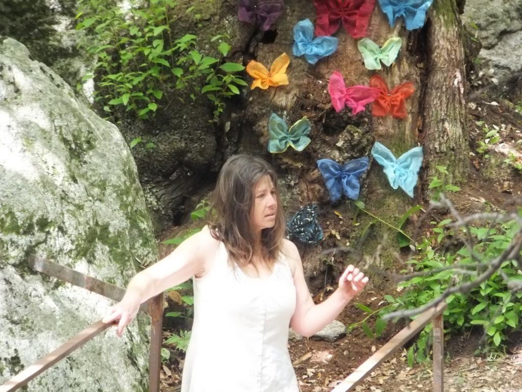 Installation + Performance, collaboration avec Anne-Cécile Déliaud (danse butô) Colombières/Orb, le 17 Mai 2012, Sentier Artistique du Festval Mai que Mai