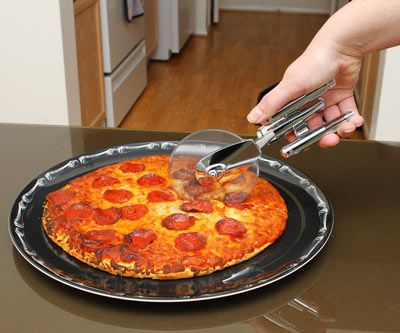 dea2_enterprise_pizza_cutter_inuse.jpeg