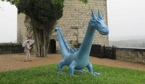 Chinon-les-dragons-a-la-forteresse image article large