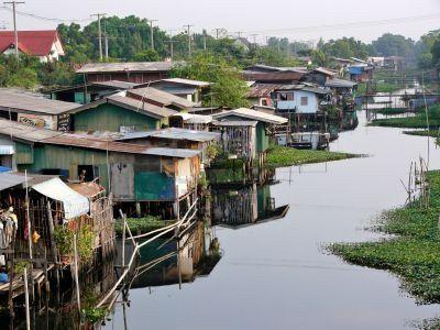 379859-canal-bidonville-de-bangkok 11