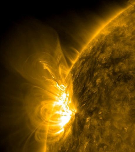 un-eruption-solaire-credits-nasa_36370_w460.jpg