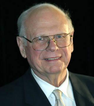 Lex-premier-ministre-du-Canada-Paul-HELLYER-et-le-sujet-OVN.jpg