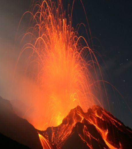 le-volcan-stromboli-en-pleine-eruption_45214_w460.jpg