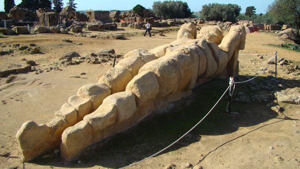 Agrigente--site-archeologique-temple de Zeus et statue-.jpg
