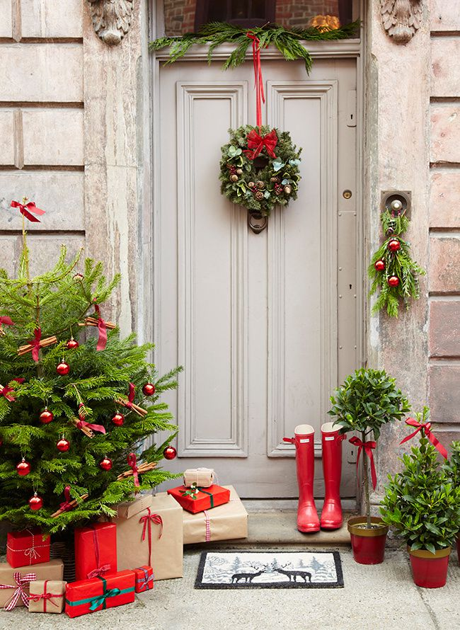 Dobbies-_-Christmas-House-and-front-door-_-The-Relaxed-Home.jpg
