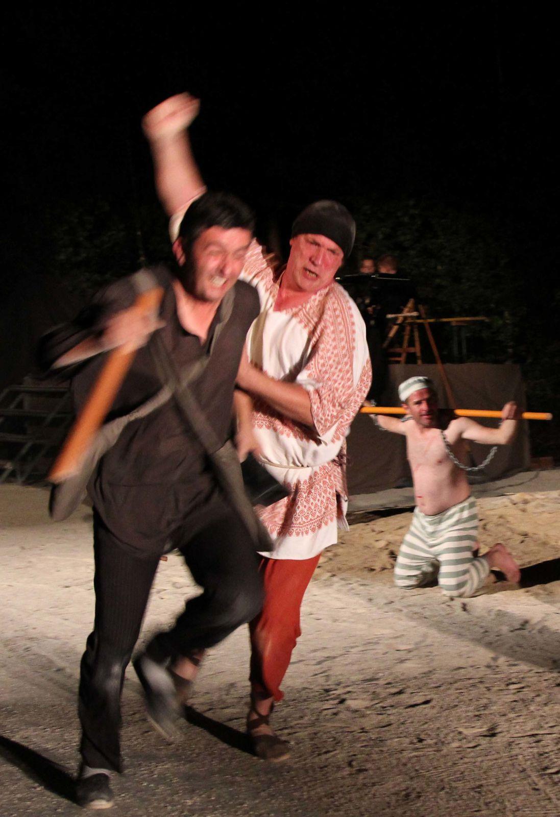 Photos du spectacle des Mattagumber de Mooslargue : Don Quichotte - Acte I - Août 2011  (photos Gaby Marck - Jacques Saly)