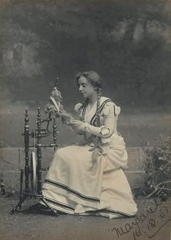 "Maud Grantham as Marguerite in ""Faust"", Sydney, 1901 / photographer T."