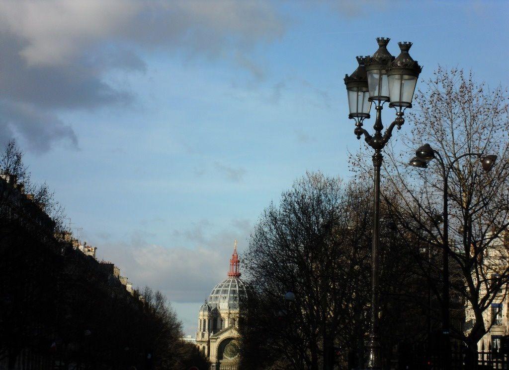 PARIS  est  surnommée  la  VILLE  LUMIERE  avec  ses  plus  de  50 000  candélabres !