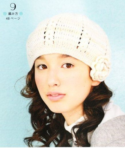 bonnet blanc à fleurs