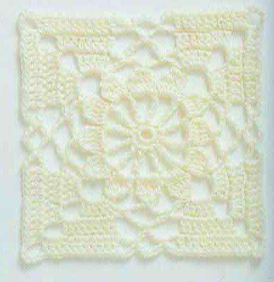 tunique blanche aux carrés..